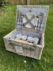 Traditional / Vintage 4 Person Picnic Hamper Set | Wicker Basket