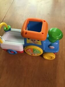 Fisher-Price Laugh & Learn First Words Crawl-Along Learning Train EnGine