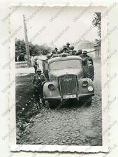 Foto, Überfallkommando im LKW Opel Blitz, Einmarsch in polnische Stadt, Polen, b