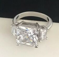 HSN Cocktail Ring Cubic Zirconia Silver Tone 3 Stone Setting Engagement Sz 8 2T