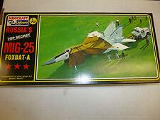 Airplane Model Kit:Russian MIG-25 Foxbat-A Hasegawa1/72 Scale New unbuilt in box