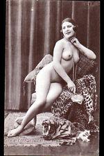 """CARTE-PHOTO """"NU"""" Art déco 1920-1930 / FEMME & PEAU de TIGRE Pause pour CHASSEUR"""
