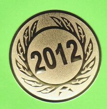 12 Embleme 2012/ D:50mm TB1(Medaillen Pokale Pokal Emblem Jahreszahl Abverkauf)