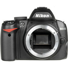 NIKON D3000 10.2 MP DIGITAL SLR BLACK w/CASE LOW SHUTTER COUNT (985) (BODY ONLY)