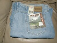 WRANGLER RUGGED WEAR RELAXED FIT BLUE DENIM SHORTS / SIZE 46 / NEW WITH TAGS