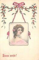 CPA fantaisie - BONNE ANNEE  - jeune femme dans un médaillon suspendu d'un ruban