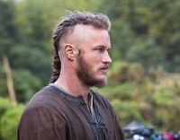 """Vikings UNSIGNED 10"""" x 8"""" photograph - P1289 - Travis Fimmel - NEW IMAGE!!!"""