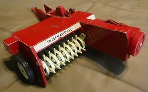 ERTL Original International Harvester IH Pull Behind Hay Baler Toy Implement