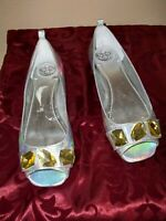 WOMEN~BCBG~HAWAII~SHIMMER~OPEN TOE~LEATHER~YELLOW STONES~SLIP ON~SHOES SIZE 7.5M