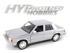 MOTORMAX 1:24 1983 PLYMOUTH RELIANT DIE-CAST SILVER 73336