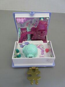 1995 Bluebird Toys Polly Pockets Sparkle Snowland Vol.2 Compact Playset