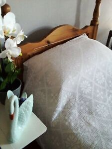 Gorgeous Cotton Crochet Bedspread with Pillowcase - Lovely Detail - Single.