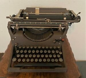 Antique Vintage 1930s Underwood Portable Typewriter w Cover - Serial #721725-11