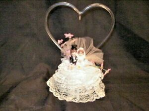 """VINTAGE 1960's WEDDING CAKE TOPPER GLASS HEART BRIDE & GROOM 8"""" TALL BY 6"""" WIDE"""