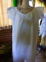 t b état  ,blanc pur,ancienne chemise d e nuit T3/5=====mono H T+broderie fleur