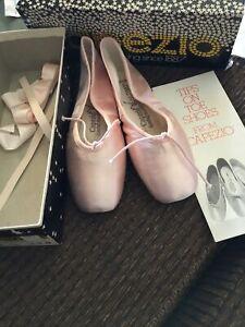 Capezio Girls Ballet Shoes - Block Toe ~ Pink Satin ~size 3 1/2 D~ UNUSED In Box