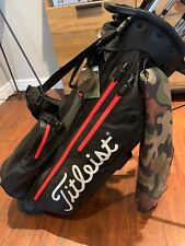 2020 Titleist 4plus sta-dry players stand bag in Tour Black & Red.