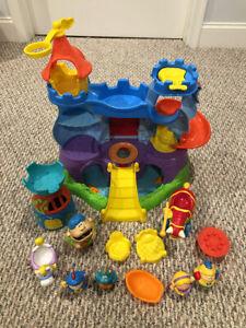 Hasbro Playskool Weebles Weebalot Castle & Weebly Knight & Ogre's Adventure Set