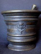 Ancien mortier en bronze pilon visage couronné Antique mortar XIX