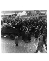 1956 Press Photo Hungarian revolution Russian war anti communist Hungary crowd