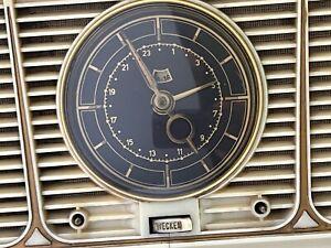alter Telefunken Radio, Jubilat, mit Uhr und wecker