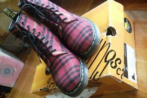 Dr Mc Martens TARTAN Classic 8 eye Boots Size EUR 37/ UK 4 / US 6 as new boxed