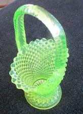 EXQUISITE WESTMORELAND ENGLISH HOBNAIL VASELINE GLASS BASKET 9 IN TALL ELEGANT