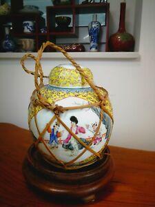 Chinesische Deckelvase, China Porzellan, Famille Rose, Republik China Periode