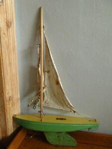 Vintage Bowman Racing Pond Yacht Ideal for restoration