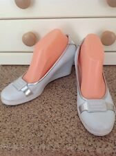 GREAT GUESS WHITE & SILVER WEDGE HEEL PUMPS UK SIZE 6 WORN SIGNS OF WEAR