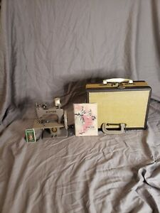 Singer Sewhandy Made In Canada In Carrying Case