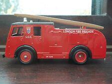 Lledo - London Fire Brigade-  DG 60007 − 1955 Dennis F8 Fire Engine