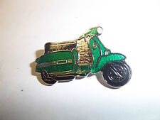 SCOOTER PIN BADGE 'LAMBRETTA SCOOTER GREEN' SCOOTER LAPEL BADGE - BG30