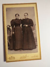 Ried Innkreis - 1895 - 2 stehende Frauen - Kulisse / CDV