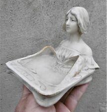 Royal Dux vers 1900:Vide poche d'époque art nouveau en porcelaine:Maiden figure