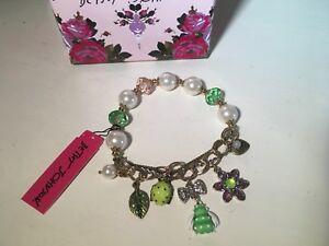 "Betsey Johnson Gold Rhinestone 6""Gorgeous Pearl Green Bugs Charm Bracelet New"