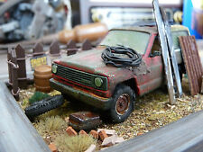 Nissan Patrol Geländewagen Bj.1984 - Scheunenfund Diorama im Maßstab 1:43