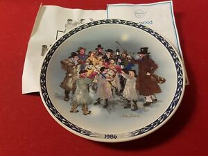 The Carolers by John Finnie Victorian Christmas Wedgwood Plate
