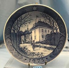 Royal Copenhagen Annual Christmas Plate 1975 The Queens Christmas Residence K16