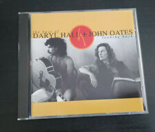 CD ALBUM - DARYL HALL AND JOHN OATES - LOOKING BACK - THE BEST OF