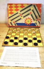 Ancien  jeu de dame Tchèque avec pions en bois  blancs et noirs avec boite