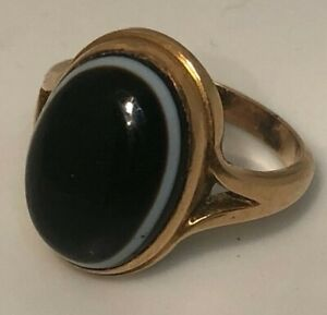 A Victorian rose gold coloured metal and banded agate ring cabochon stone size M