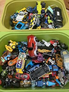 toy cars, bundle, mixed brands and condition 130+ Cars Hot wheels Disney Etc