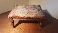 ancien petit passet  tabouret en tapisserie