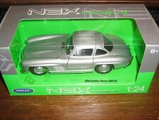 BY WELLY DIE CAST - THE MERCEDES - BENZ 300 SL IN SILVER - 1:24 Scale