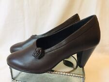 NWOB WOMENS DAVID TATE KELLY BROWN LEATHER SLIP ON PUMPS/SHOES/HEELS SIZE 8WW