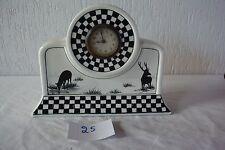 C25 Ancienne horloge en noir et blanc en Nimy Belgium