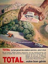 PUBLICITE TOTAL HUILE POMPE A ESSENCE SIGNE PECNARD DE 1965 FRENCH ADVERT PUB