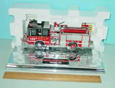 CODE 3 CHICAGO FIRE DEPT. ENGINE 102 - DIAMOND PLATE 1:32 - MINT IN BOX