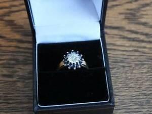 DIAMOND & SAPPHIRE 9ct GOLD CIRCULAR CLUSTER RING,SIZE N 1/2, 2.60 grams.